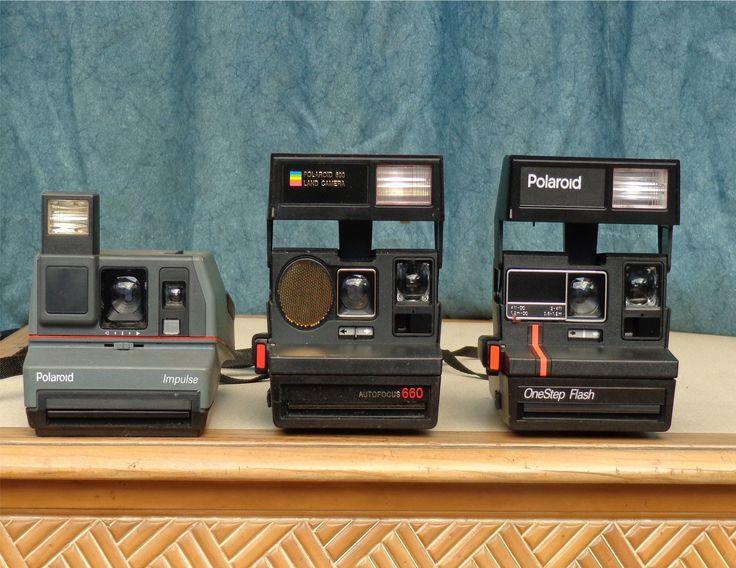 In diesem Artikel beschäftigen wir uns mit einem Sofortbildkamera Test und zeigen einige Kameramodelle im Vergleich auf. Sofortbildkamera Test – Grundlagen Im Gegensatz zu den üblichen Fotoapparaten – ganz gleich ob analog oder digital- werden bei einer Sofortbildkamera die gemachten Fotos sofort produziert. Es dürfte klar sein, dass man hier keinen normalen Film verwendet, sondern ein Stape ...