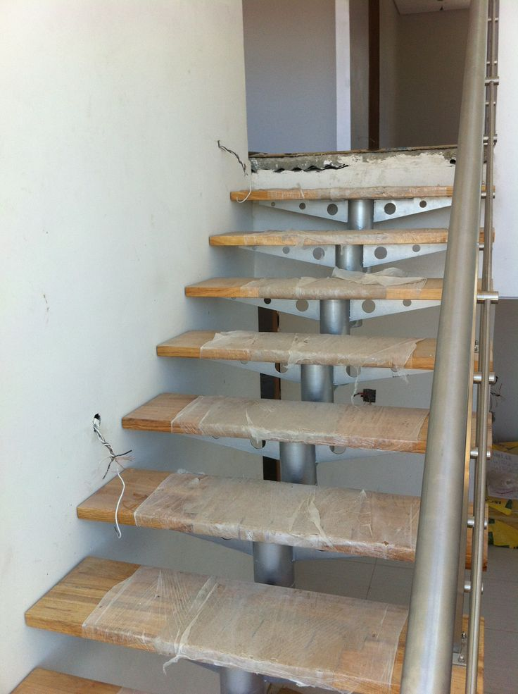 Steel frame house - Feature staircase fitted (22/12/12)