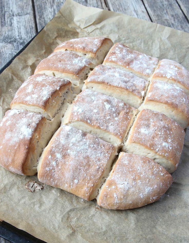 Nygräddat och klart! 7.Låt brödet svalna under bakduk på ett galler.