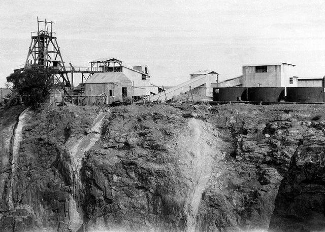 """Occidental Mine (gold), Cobar, between 1935-1937 / photographed by Rev. Edward (""""Ted"""") Alexander Roberts 