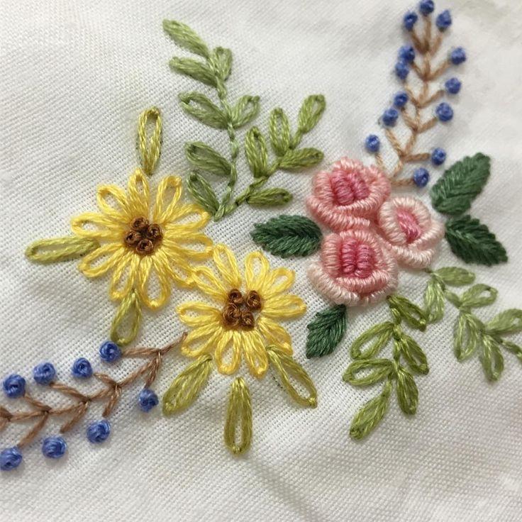 같은도안 다른 색감~ #케이블루의도안 #케이블루 밤에 찍으면 칙칙.. #자수타그램 #자수 #embroidery #stitch #刺繍作家 #刺繍 #프랑스자수 #케이블루의자수 #케이블루 #刺繍教室 #ししゅう #needlework #손자수 #needlepoint #핸드메이드 #취미 #취미스타그램 #요술나무