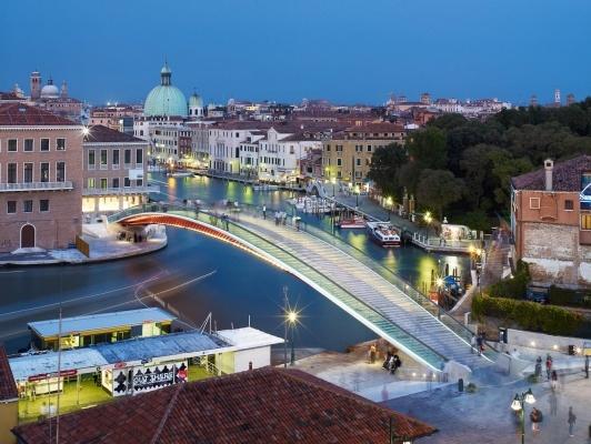 Ponte Della Costituzione crossing the Canale Grande, Santiago Calatrava, Venice, Italy.