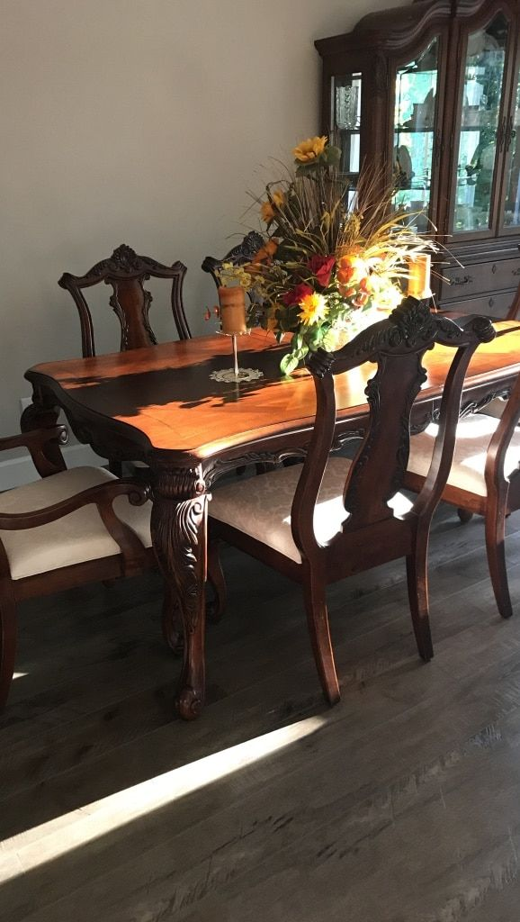 letgo - brown wooden dining set in Helvetia, OR