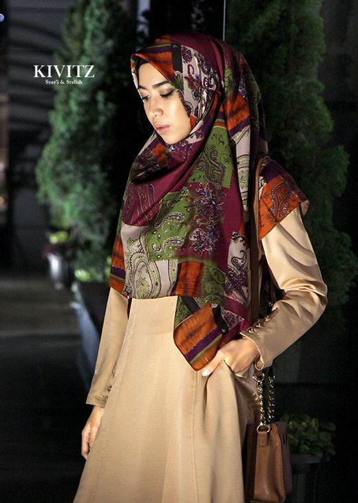 beige Abaya with dark colourful Hijab from KIVITZ, would look wonderful in autumn