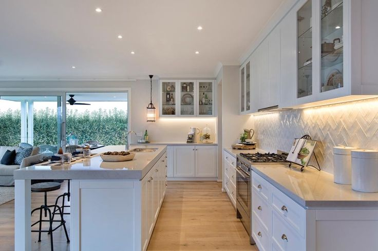 Kitchen in the Classic Hamptons interior style by World of Style