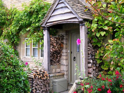 Cotswold Cottage Stocked up for Winter - Lower Slaughter