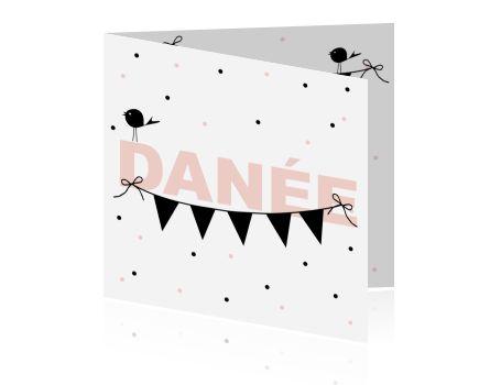 Trendy meisjes kaartje met zwart-wit en baby roze. Vlaggetjes en vogeltje op stippen achtergrond.