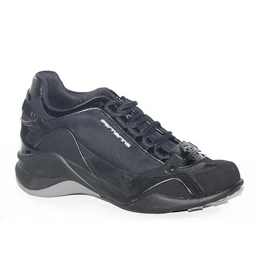 Sneakers in camoscio e tessuto cerato nero.