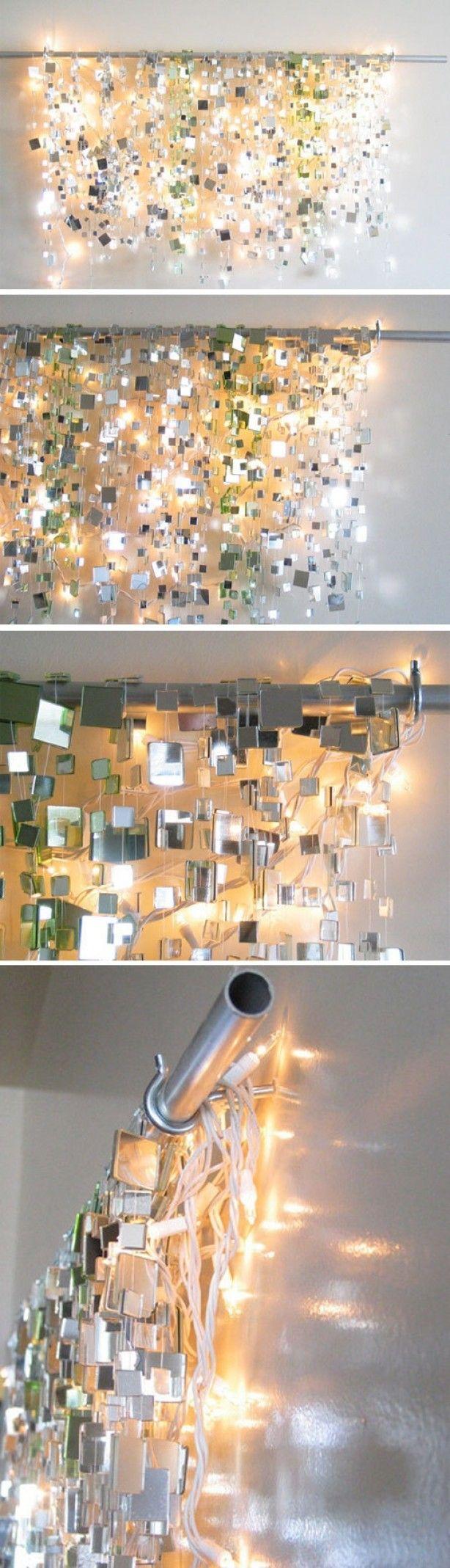 Kleine spiegeltjes geplakt op een vislijn. Aan een rail opgehangen en (kerst)lampjes daarachter. Van Pinterest