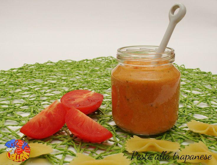 il pesto alla trapanese è un'ottima alternativa al pesto alla genovese, ricco di sapori e profumi mediterranei: pomodori, mandorle, basilico e pecorino.