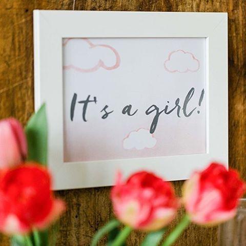 Das süße Wolkenset für Babypartys gibt es jetzt auch in Rosa 💕 Ab sofort für euch im Shop. Foto @photopoeten #babyparty #itsagirl #babyshower #babyshowergirl #babypartydeko #babypink #clouds #tulips