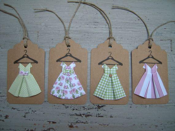 4 étiquettes kraft, robes enfant papier, camaïeu de roses, vert amande et blanc, pliage origami