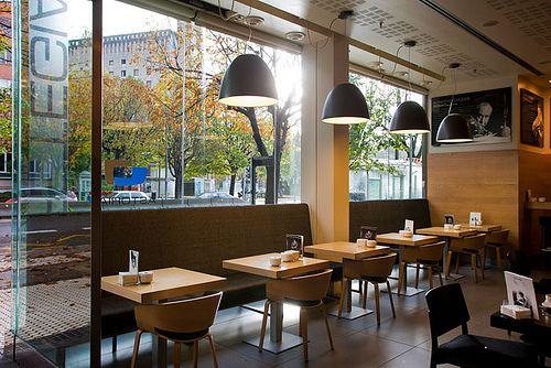 Decoracion minimalista para cafeterias buscar con google for Mobiliario para cafes