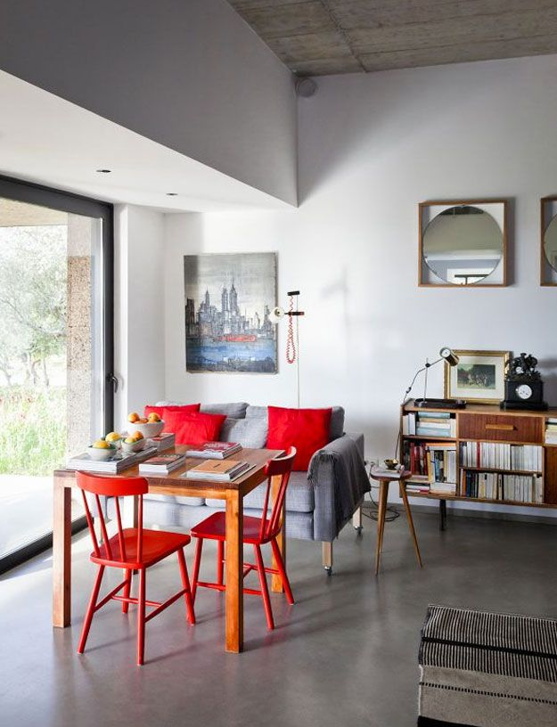 Red is one of our favorite #colors! (Eric Flogny): Decor Ideia, Dining Rooms, Interiors Dreams, Favorite Colors, Interiors Design, Living Room, Concrete Floors, Bright House, Design Furniture