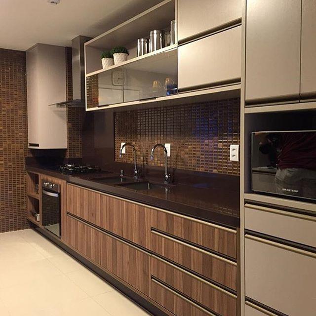 Bom dia! ✨Mix lindo de cores e revestimentos na cozinha. Amei❣@pontodecor Projeto @claudiny  Snap: 👻 hi.homeidea  www.bloghomeidea.com.br #bloghomeidea #olioliteam #arquitetura #ambiente #archdecor #archdesign #cozinha #kitchen #arquiteturadeinteriores #home #homedecor #pontodecor #lovedecor #homedesign #instadecor #interiordesign #designdecor #decordesign #decoracao #decoration #love #instagood #decoracaodeinteriores #lovedecor #lindo #luxo #architecture #archlovers #inspiration