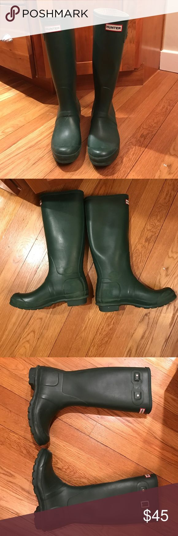 Women's Hunter Boots Tall Forest Green Size 7 Love these boots! Only selling because I need a bigger size. Right boot buckle is missing and some wear on the inside of both heels. Hunter Boots Shoes Winter & Rain Boots