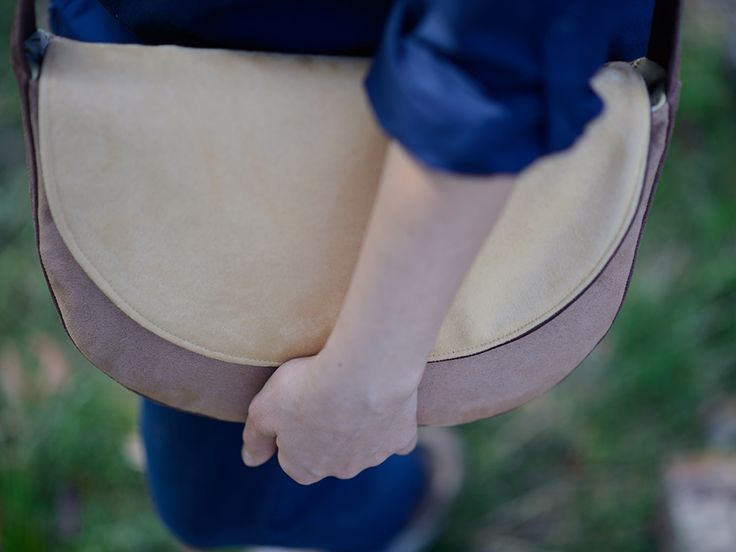 brown sand messenger bag, midi crossbody bag https://www.facebook.com/bandabag