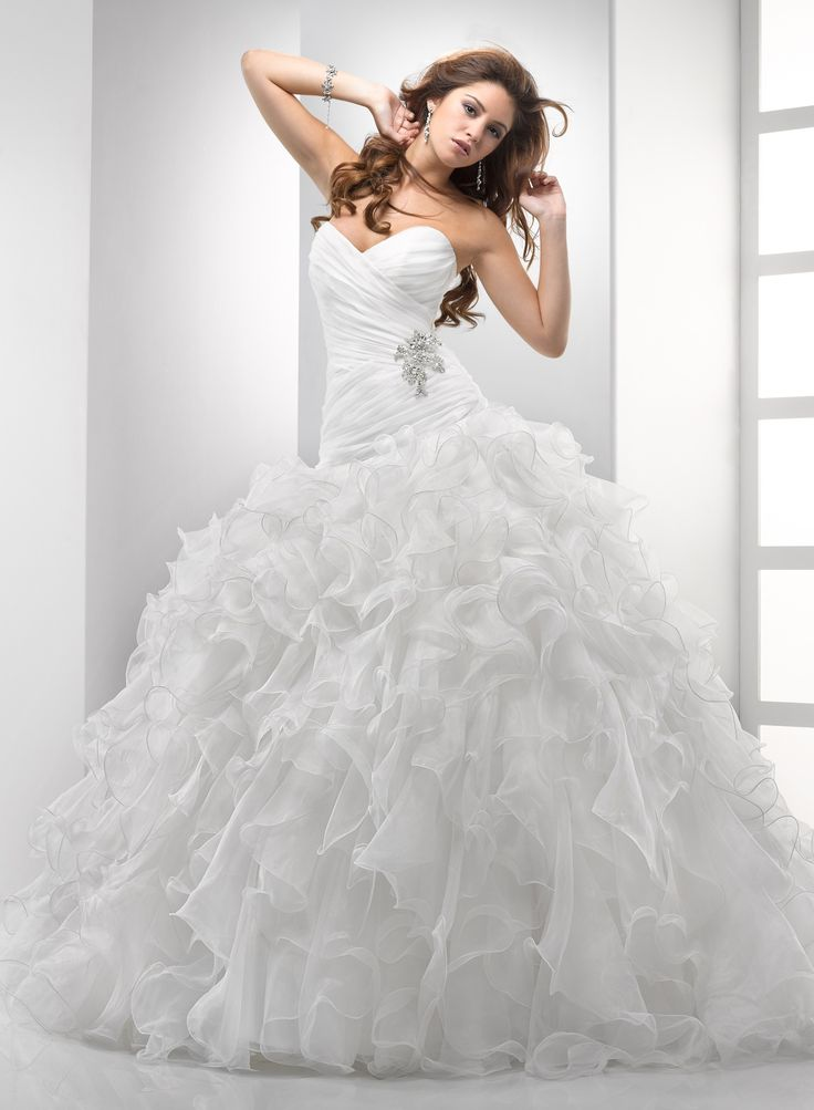 Kaylee's Bridal - Chic Organza Ball Gown Sweetheart Strapless Wedding Dress