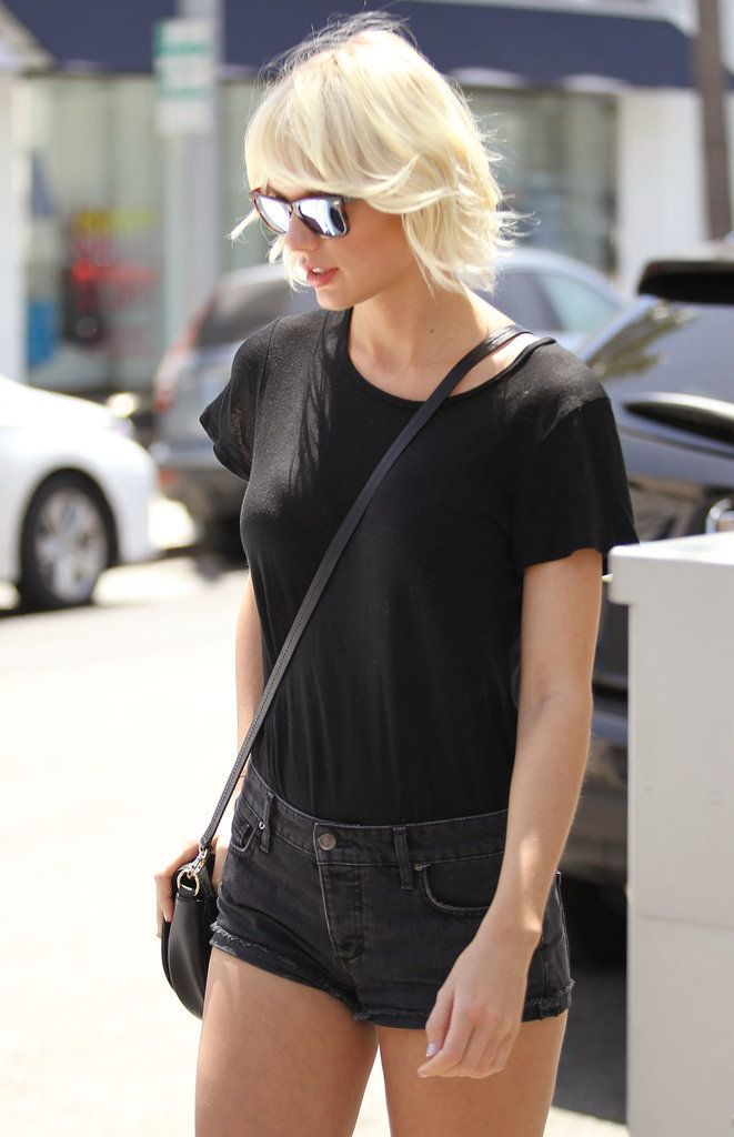 Taylor Swift stepped out to grab lunch with pal Lily Aldridge donning short shorts and new bleach-blond hair.