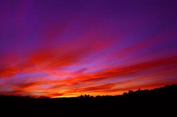 Nuvole rosse al tramonto nel cielo viola - tramonto pittoresco #microstock #marketing #webdesign #design #WebContent #SEO #csstemplates #css #HTML5 #Websites #web20k #web2015 #web