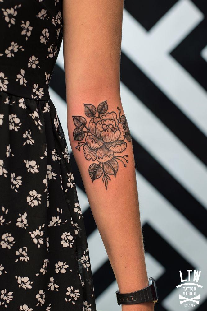 Flores tatuadas por Cisco.
