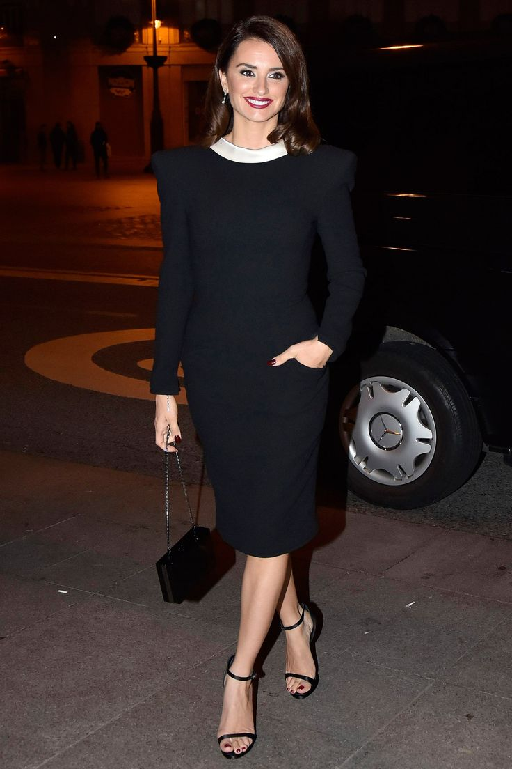 WHO:Penélope Cruz WHAT: Vintage Versace WHERE: At a party for La Reina de España, Madrid WHEN: November 24, 2016