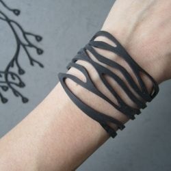 BELLE NOIR ~ Amazing comfortable jewelry made of recycled silicone baking molds.