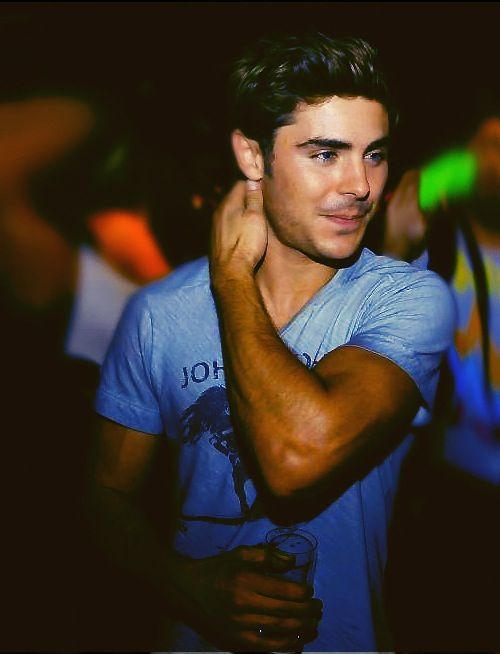 oh zac, time has been oooh so good to you. dear lord, you are attractive.