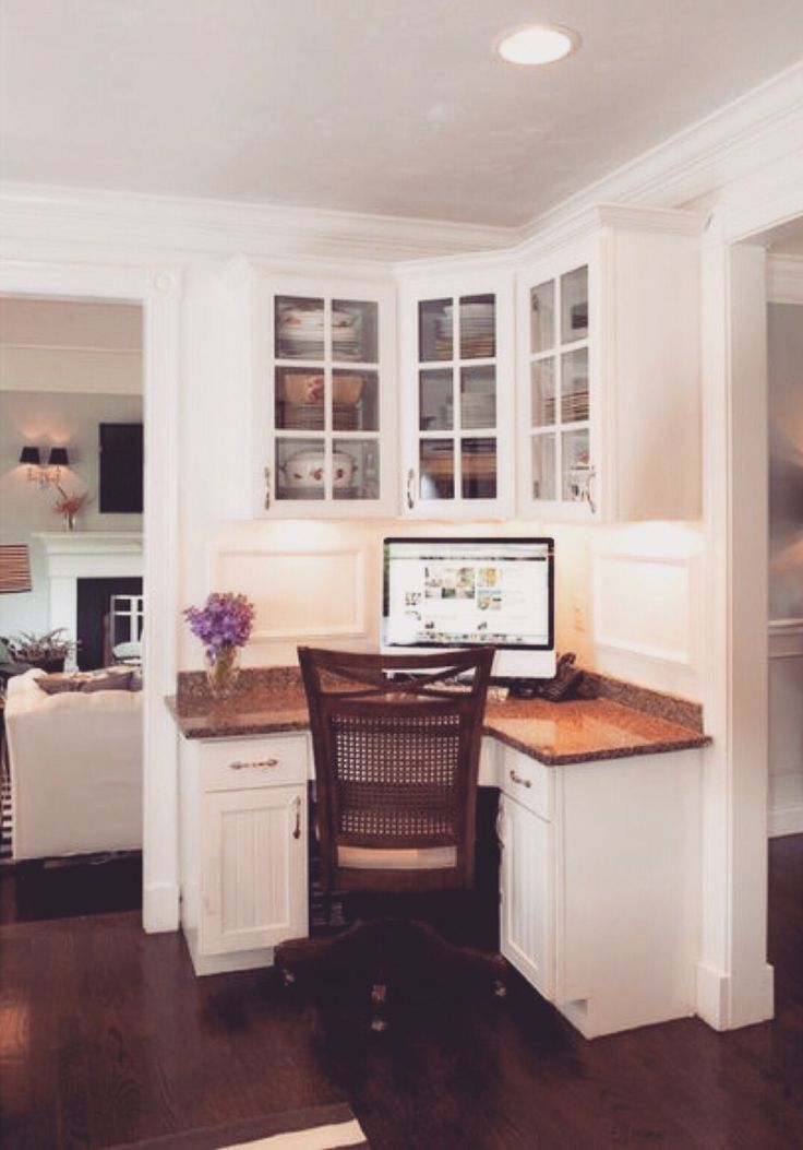 Space Saving Built in Office Furniture in Corners Personalizing Modern Interior…