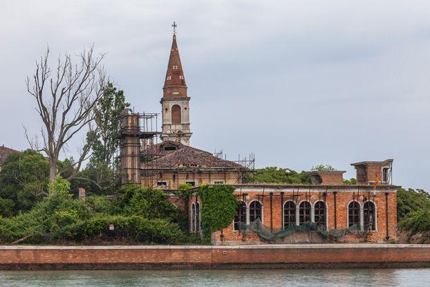I veneziani vogliono riprendersi Poveglia