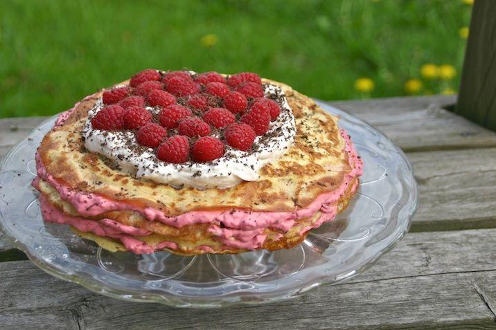 Pandekagekage med hindbærskum