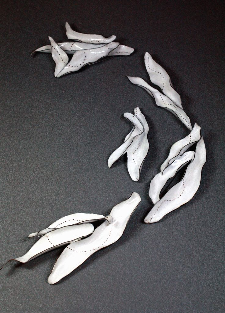 Satomi Kawai Brooch: Blooming Together, 2011 Copper pigment, pen drawing, sterling silver, stainless steel pin 3.5 x 7.5 x 10 cm, 12.5 x 1.5 cm Femininity series