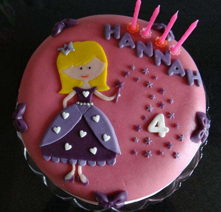 Prinsessentaart; mooi roze en paars, met strikjes, hartjes, sterretjes en natuurlijk een prinses!
