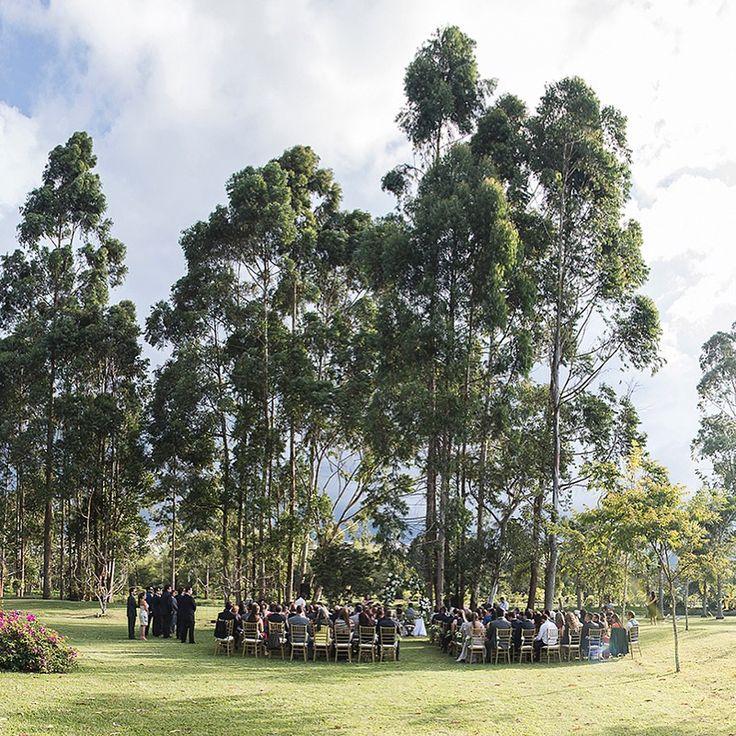 Un paraíso en medio del Oriente Antioqueño. Foto @dzuletawp.  Llama al 3106158616 / 3206750352 / 3106159806 y reserva desde ya, atendemos todos los días de la semana y fines de semana incluido festivos. #zonae #casabali #ZonaELlangrande #boda #BodasAlAireLibre #BodasCampestres #Eventos