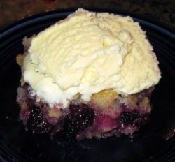 Easy Blackberry Cobbler recipe!  Delicious! #dessert