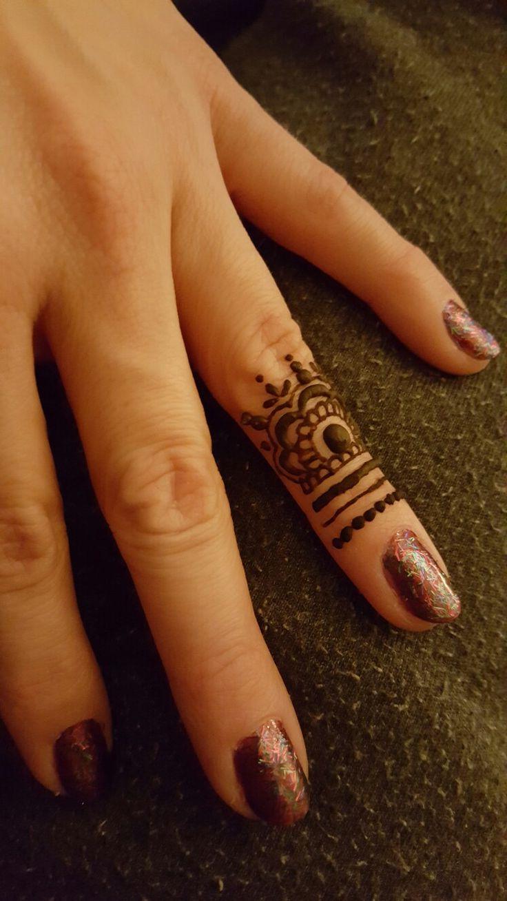 Tiny finger henna