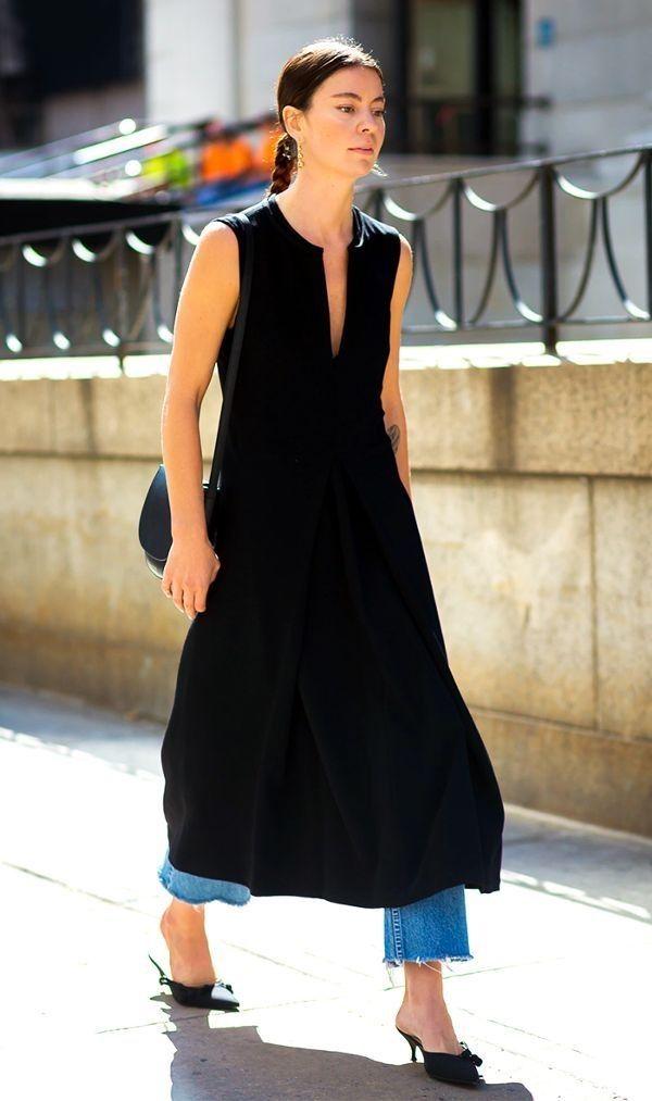 cb1d1e056f5 Ideas de look con vestido sobre pantalones. Lo Mejor de Street Style. Si el  año pasado lo que veíamos más en la calle es un vestido sobre vaqueros