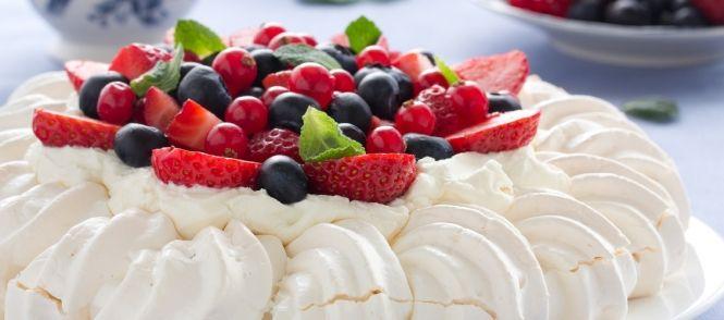 Pavlova+is+een+erg+lekker+en+luchtig+gebak, fijn+bij+een+verjaardag+of+na+een+BBQ het+is+eenvoudig+en+heel+makkelijk+te+maken