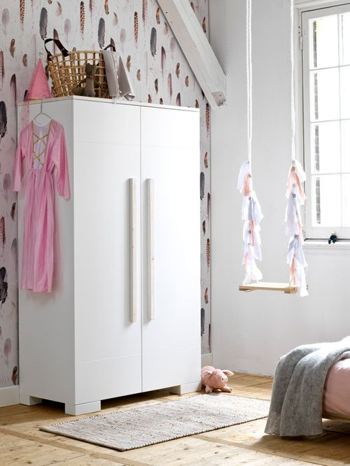 Tienerkamer Right | Coming kids #vtwonen #interior #inspiration #girlsroom #bedroom #closet #carpet #swingset #pink #white