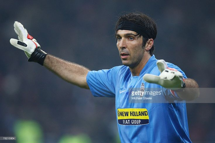 Gianluigi Buffon of Juventus during the Serie A match between AC Milan and Juventus at the San Siro stadium on December 1, 2007 in Milan,Italy.
