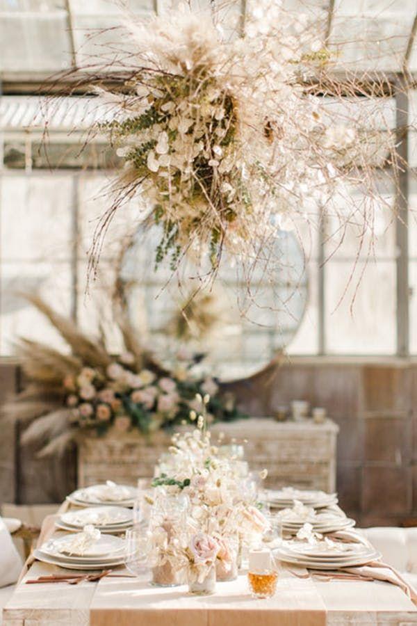 Der Bohemian-Chic-Hochzeitstrend, der Sie retten kann * Ernst * Geld #purewow #mon …   – Dried leaves floral style