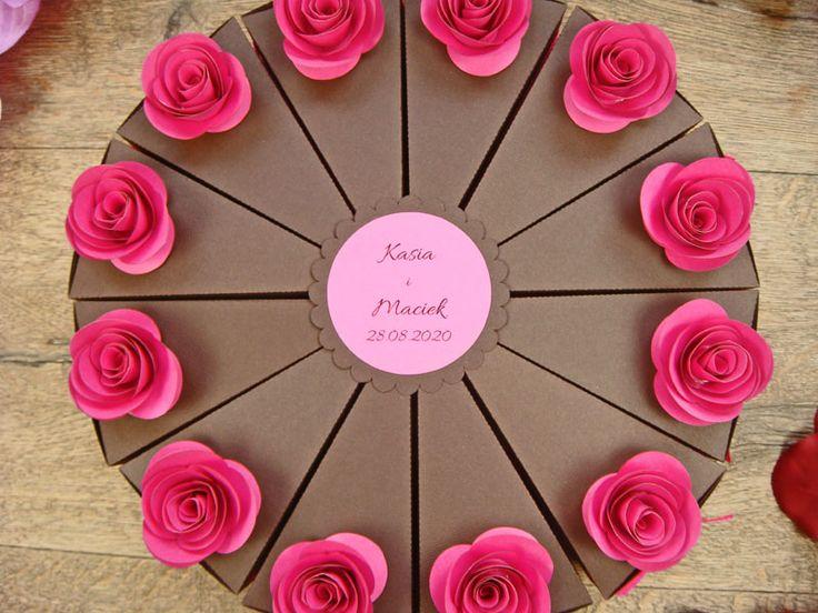 papierowy tort ze słodkościami w środku, różne kolory kwiatków jotstudio.pl