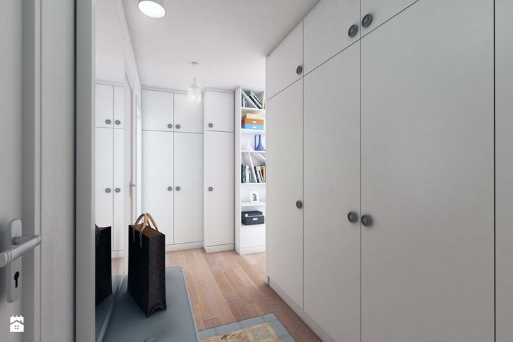 Niegdyś zamiast szafy w sypialnianej alkowie stała armaria, czyli solidna drewniana skrzynia. Pod ciężkim wiekiem składowano odzież, pościel i kosztowności. W wieku XVI szafa wysun ...