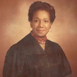 In 1969, Lillian W Burke (1917-) was the 1st Black woman elected to the Ohio bench. She was a judge in the Cleveland municipal court. A native of Thomaston, GA, Burke took her law degree at the Cleveland Marshall Law School in 1951 #BlackHistoryYouDidntLearnInSchool #BlackHistory #BlackHistoryEveryMonth #BlackExcellence #BlackHistoryEveryDay #BlackHistoryIsAmericanHistory #BlackHistoryRocks #todayinblackhistory #BlackHistoryIsEveryonesHistory #BlackFact #BlackHistoryIsEveryDay #BlackFacts