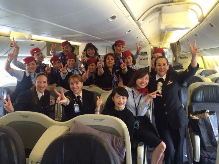Primer vuelo de Aeromexico tripulado solo por mujeres.De esta forma, Aeroméxico, la aerolínea bandera de México, refrenda más de 35 años de compromiso. Foto: enelaire.mx