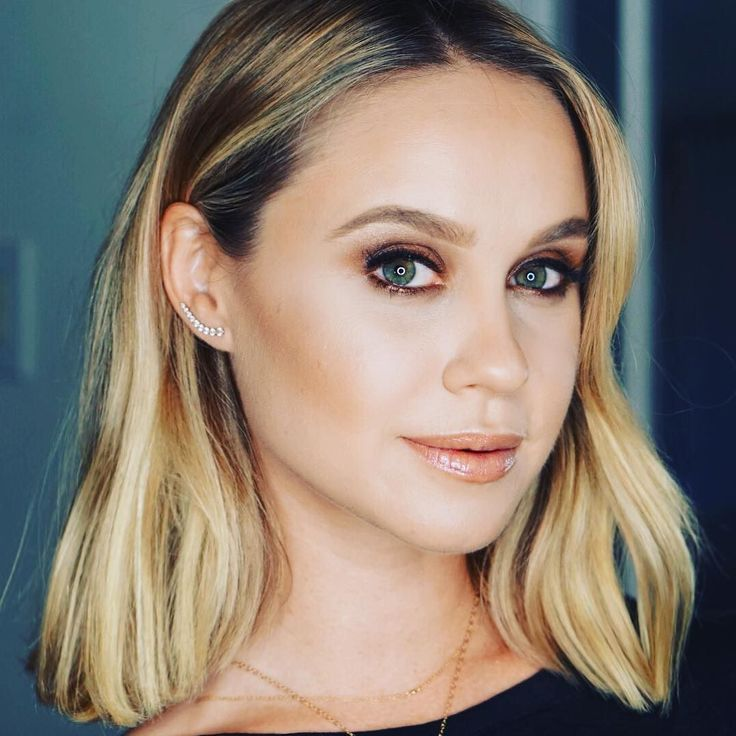 Becca Tobin - Jessa Collins, his mom's best friend (+20 years)