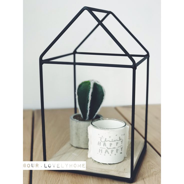 Think happy happy. 🌵✖️•✖️•✖️•✖️•✖️•✖️•✖️•✖️•✖️•✖️•✖️•✖️•✖️• • • #our #house #home #stoerwonen #zwartwitwonen #binnenkijken #cactus #think #happy #candle #candles #decor #decoration #tabledecoration #dining #diningroom #diningtable #industrieel #industrial #jysk #kwantum #kwantuminhuis #decorationideas