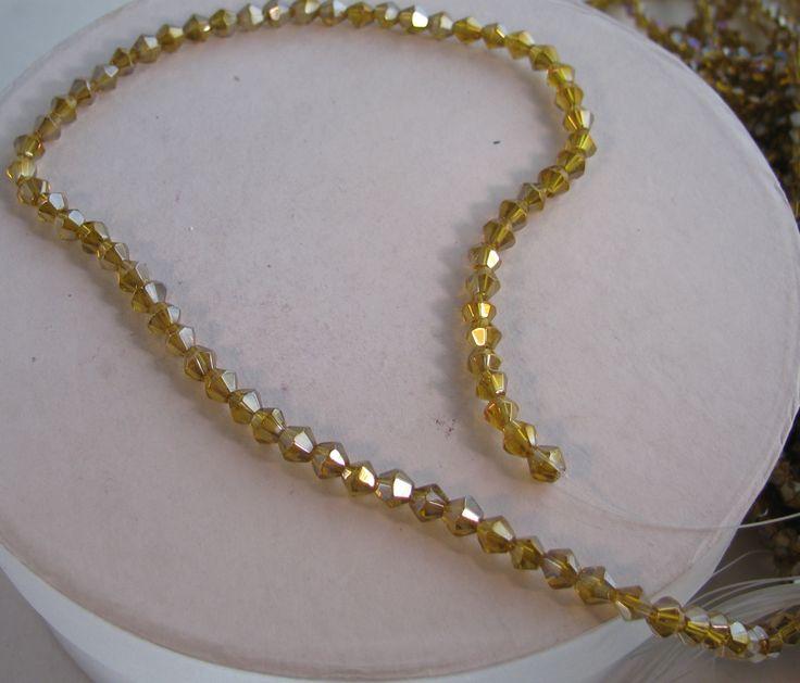 Glaspärlor Bicone - Guldgul med AB, 4mm, 1 sträng  #bicone #pärlor #pärla #glaspärlor #smyckestillverkning #diy #görasjälv #pyssel #craft