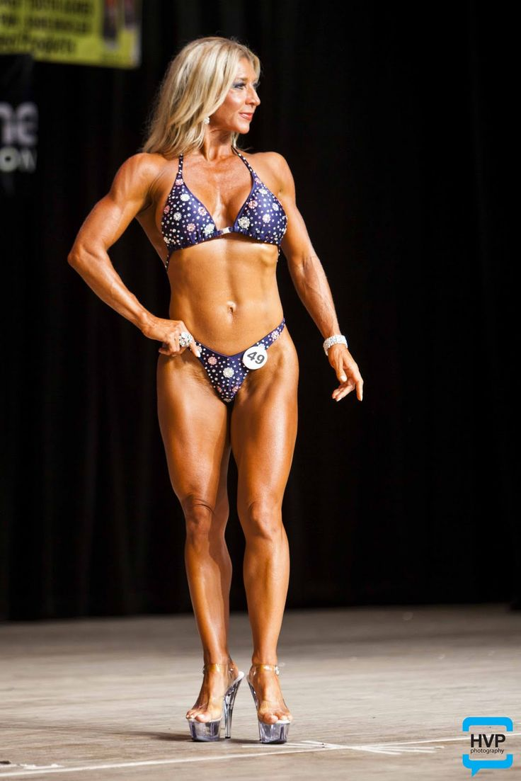 Bodybuilder carmin blue and her big clit - 3 1