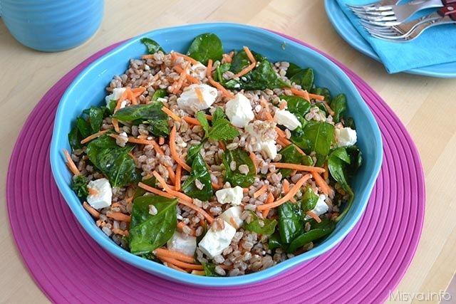 Insalata di farro con spinaci e feta, scopri la ricetta: http://www.misya.info/ricetta/insalata-di-farro-con-spinaci-e-feta.htm